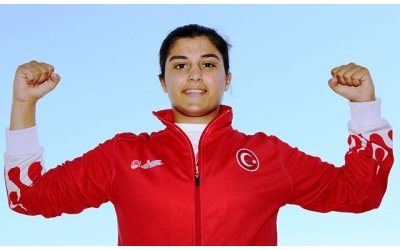 Türk boks tarihinin en başarılı sporcusu Busenaz Sürmeneli