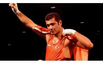 Dünya Şampiyonu Milli Boksör Sinan Şamil Sam Başarı Öyküsünü Anlatıyor