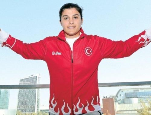 Dünya Boks Şampiyonu sporcumuz Busenaz Sürmeneli: Kadınlar hayatın enerjisidir!